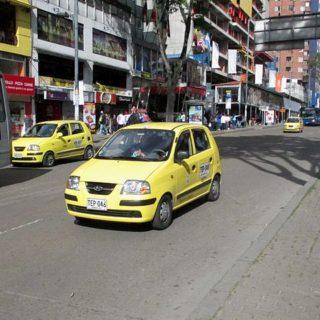 Bogotá_avenida_Diecinueve_Taxi_Hyundai