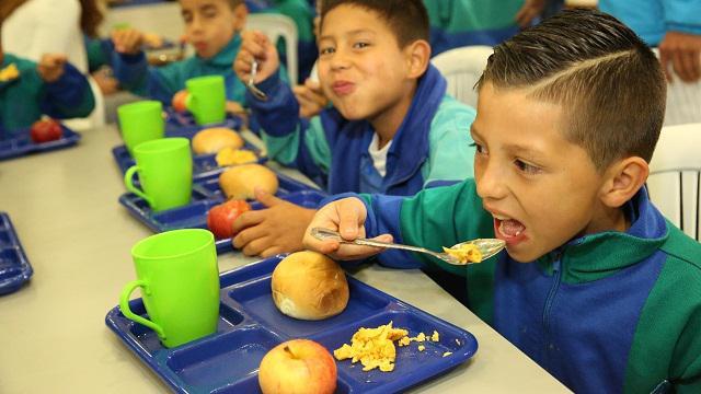 Ni Os De Bogot Cuentan Con Cinco Comedores Escolares