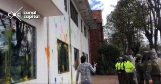 Vándalos atacan sede de RCN radio