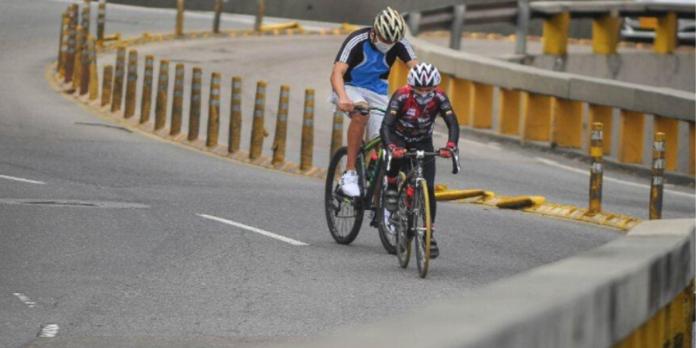 Ciclistas en las calles.