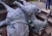 Tumban estatua de conquistador español en Popayán